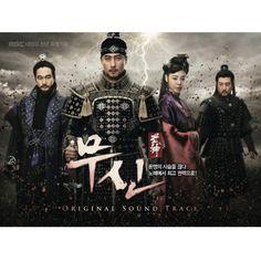 【CD】【送料込】武神 MBCドラマ OST 韓国MBC放送の特別企画ドラマ『武神』のOST! 「武神」は高麗時代、奴隷の身分でありながら戊申政権最高権力にのぼりつめた実在の人物、キム・ジュンの一代記を描いた時代劇だ。この公式OSTには、豪華アーティストが多数参加している。中でも注目は人気のボーイズ・グループ、Super Junior(スーパージュニア)のキュヒョンが歌うエンディングテーマ曲「刃雨」。ファン・サンジュン音楽監督と作曲家のシン・ヒョンによる曲で、感情を込めた切ない歌声が胸に響く曲だ。そのほか、avex traxより日本デビューも果たしている女性シンガーJ-Min(ジェイ・ミン)の「時空天愛」、オーケストラとの美しいハーモニーで構成された、パク・ワンギュの「別れの道」、TRAXの「空」など、挿入曲を含む豪華な全21曲が収録され、ドラマを観ているような臨場感を感じられる仕上がりとなっている。