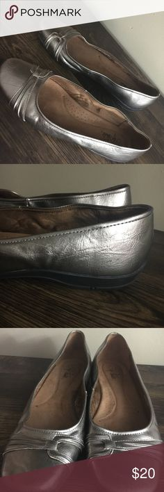 "Women's Size 11 Wide Bronze Slipon Shoe This pair of shoes is up for sale! Good condition! Cute!  ❤ Bronze color ❤ Shiny finish, details around toes  ❤ Small heel of about 1"" ❤ Some wear on inside, scuffs on side, overall good condition   ✅ Bundle up and save ✅ 🎉 Pair with our jewelry or purses 🎉 Life Stride Shoes Flats & Loafers"