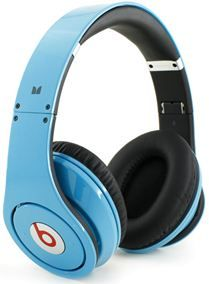 The Beats by Dr. Dre Studio - Over Ear Headphones. Advanced Quadripole4 twisted pair construction reduces signal loss for perfectly balanced sound and extreme clarity. Scratch-Resistant Gloss Finish Advanced materials make the Studios stand out from the crowd. Extreme Comfort- Feel the music.    Check out our special holiday pricing at www.MyBestHeadphones.com Studio Headphones, Dre Headphones, Over Ear Headphones, Cheap Beats, Twisted Pair, Beats Studio, Beats By Dre, Classic Style, Classic Fashion