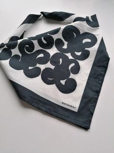 Marimekko Finland Keidas vintage black and white   Etsy Vintage Love, Etsy Vintage, Vintage Black, Vintage Decor, Vintage Art, Antique Shops, Vintage Shops, Vintage Items, Vintage Pins