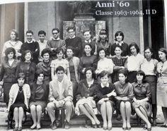 Dagli archivi del liceo: gli anni '60 vedono prevalere sobrietà ed eleganza: gonne al ginocchio per le ragazze, capelli cotonati e scarpe dé...
