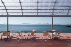 Restaurant On The Sea / Case-Real