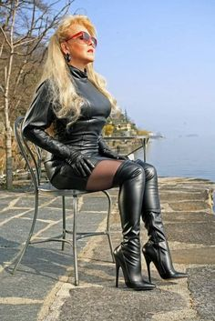 Afbeeldingsresultaat voor sexy women with boots Sexy Outfits, Sexy Dresses, Legging Latex, Sexy Older Women, Sexy Women, Sexy Stiefel, Cuerpo Sexy, Dress Attire, Black Leather Gloves