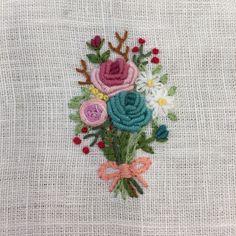 #자수 #자수브로치 #엄마선물 #프랑스자수 #프랑스자수공방 #일산프랑스자수 #일산자수공방 #달빛정원 #달빛정원공방 #일산달빛정원 #embroidery #stitches #needlework #handembroidery #frenchembroidery #moonlightgarden #embroiderybroach French Knot Embroidery, Embroidery Hoop Art, Ribbon Embroidery, Embroidery Stitches, Embroidery Patterns, Brazilian Embroidery, Needle Felting, Needlepoint, Needlework