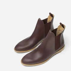 """Size 9.5    Our Chelsea Boot is our classic take on this timeless style. It features an elastic tab for easier pull on, squared elastic panels for modern look and easier fit, and a 3/4"""" stacked leather heel, with contrast rubber accent for durability."""