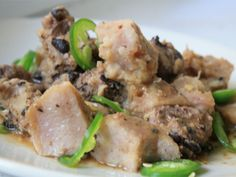 Seriously Asian: Steamed Taro and Pork in Black Bean Sauce I'm trying this with shitake mushrooms instead of pork ribs. Taro Recipes, Sauce Recipes, Meat Recipes, Asian Recipes, Whole Food Recipes, Asian Foods, Chinese Recipes, Chinese Taro Recipe, Black Bean Sauce Recipe