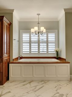 DIY Bathtub Wood Panel Cover - plywood cut to the right size, use cheap frames for panes, use molding to finish off, and paint all one color? Bathtub Cover, Diy Bathtub, Bath Tub, Jacuzzi Tub, Taps Bath, Bath Shower, Traditional Bathroom, Wood Paneling, Panelling