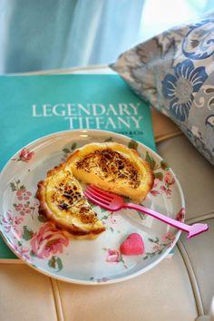 Quando penso a Parigi l'associo subito ad un buon dolce: macarons, crepes, choux, crème brulée, tarte tatin e poi sicuramente lui il Flan Parisien. E' proprio attraverso il cibo ed i suoi sapori che si può conoscere meglio una città, la sua cultura e le sue abitudini. Durante le mie vacanze parigi