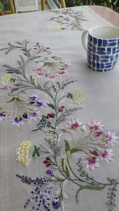 Ribbon Embroidery Tutorial, Border Embroidery Designs, Floral Embroidery Patterns, Embroidery Flowers Pattern, Silk Ribbon Embroidery, Abstract Embroidery, Embroidery Alphabet, Crewel Embroidery, Draps Design