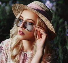 Communities | Player.me Cheap Sunglasses, Round Sunglasses, Elegant Outfit, Looking For Women, Trendy Fashion, Van, Profile, Style, User Profile
