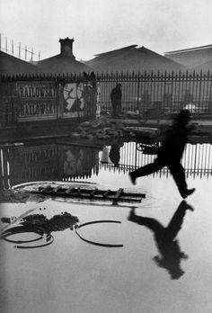 Henri Cartier-Bresson - Paris. Place de l'Europe. Gare Saint Lazare. 1932.