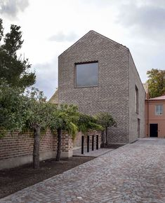 New house minimalist facade architecture ideas Architecture Résidentielle, Network Architecture, Brick Facade, Small Buildings, Brick And Stone, Grey Brick, Architectural Design House Plans, Stone Houses, Construction
