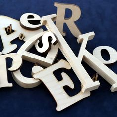 Site for ordering wooden letters in different sizes, thickness, and fonts.