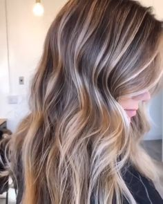 35 Balayage Hair Color Ideas for Brunettes in The French hair coloring technique: Balayage. These 35 balayage hair color ideas for brunettes in 2019 allow to achieve a more natural and modern eff. Ombre Hair Color, Hair Color Balayage, Brown Hair Colors, Blonde Balayage, Balayage Highlights, Temp Hair Color, Balayage Caramel, Caramel Ombre, Balayage Hairstyle