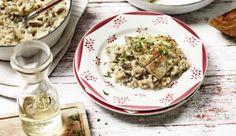 Würzige Schalotten, frische, gemischte Pilze, aromatischen Parmesan und Risottoreis braucht man für das cremige Pilzrisotto. Dann noch die zarten Viktoriabarschfilets anbraten und gemeinsam servieren.