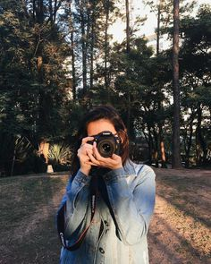 when I have a camera in my hand, I know no fear. Photography Camera, Girl Photography Poses, Girl Photo Poses, Girl Photos, Tmblr Girl, Girls With Cameras, Profile Pictures Instagram, Stylish Girl Pic, Victoria