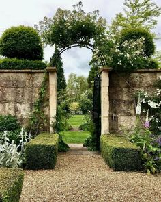 Pergola Connected To House Formal Gardens, Outdoor Gardens, Garden Gates, Garden Tools, Garden Entrance, The Secret Garden, British Garden, Garden Cottage, Cozy Cottage