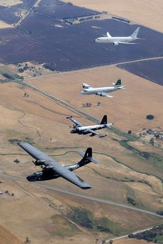 """ hanspanzer: ""Catalina, Neptune, Orion y Poseidon "" The maritime patrol aircraft of the United States Navy throughout the ages. "" This photo is outstanding… just wish they took it over. Royal Australian Air Force, Epic Photos, Aircraft Design, United States Navy, Military Life, Space Travel, Military Aircraft, Fighter Jets, Aviation"