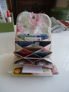 New Origami Bag Pattern Baskets Ideas Fabric Crafts, Sewing Crafts, Sewing Projects, Quilting Projects, Origami Bag, Fabric Origami, Creative Gift Baskets, Sew Wallet, Wallet Tutorial