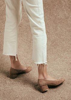 cropped white jeans + tan pumps