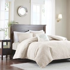 Mansfield provides a traditional new solid look to your space. The 2-in-1 duvet cover has a quilted top and button closure providing the option to use as a lightweight coverlet by simply buttoning up the bottom.