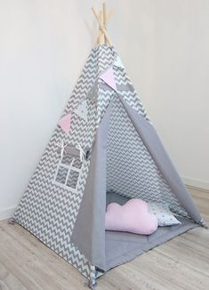 Kids teepee, teepee for girls, play tent - gray zigzag & pink garland - The most beatiful home designs Childrens Teepee, Teepee Kids, Teepee Tent, Toddler Teepee, Teepees, Indian Teepee, Diy Tent, Innovative Systems, Rosalie
