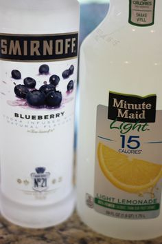 "drinks ""Skinny"" Blueberry Lemonade Cocktail - Refreshing, low-calorie, and easy to make, this summertime libation uses only two ingredients! Lemonade Cocktail, Cocktail Drinks, Cocktail Recipes, Vodka Lemonade, Easy Cocktails, Summer Drinks, Fun Drinks, Healthy Drinks, Nutrition Drinks"
