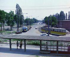 Pulz utca, az 1-es villamos végállomása a Szeged-Rókus vasútállomásnál, háttérben a Kossuth Lajos sugárút. Utca, City, Landscapes, Paisajes, Scenery, Cities