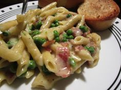 Bacon and Pea Mac n' Cheese Italian Pasta Recipes, Dinner For Two, Macaroni Cheese, Quick Meals, Bacon, Cooking Recipes, Ethnic Recipes, Recipies, Dinners