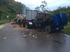 """FARC terroristas atacan e incendian camión en Ipiales. Estos son sus supiestos """"actos de paz""""."""