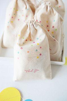 ¡Excelente opción para bolsas de dulces! A las peques les encantaran estos saquitos.
