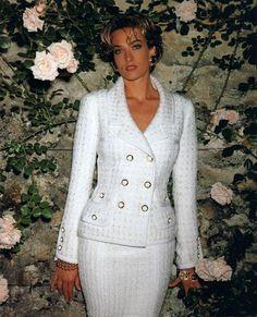 Timeless Fashion Tatjana Patitz for Chanel, 1992 White Fashion, 90s Fashion, Couture Fashion, Fashion Photo, Runway Fashion, Vintage Fashion, Fashion Outfits, Womens Fashion, Mode Outfits