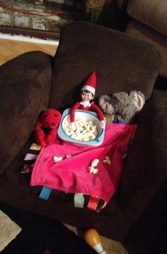 200 Easy Elf on the Shelf Ideas - Raining Hot Coupons Christmas Love, All Things Christmas, Christmas Elf, Christmas Crafts, Christmas Goodies, Christmas Baking, Christmas Ideas, Christmas Decorations, Elf Auf Dem Regal