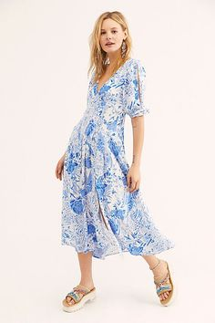 Free People's cute dresses fit every occasion! Shop online for summer dresses, sundresses, casual dresses, white boho maxi dresses & more. Bohemia Dress, Boho Outfits, Free People Dress, Latest Fashion For Women, Boho Dress, Boho Fashion, Casual Dresses, Short Sleeve Dresses, Short Sleeves