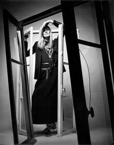 Betty Catroux in Yves Saint Laurent Rive Gauche photographed by Jeanloup Sieff for Vogue Paris 1969 Diana Vreeland, Yves Saint Laurent, Roger Vivier, Betty Catroux, Jean Loup Sieff, Christopher Niquet, Monochrome Fashion, Portraits, French Fashion Designers