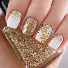 Love the different styles #nails #golden #christmas