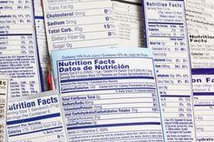 """Continutul caloric si nutritional al principalelor alimente si produse alimentare poate fi folosit orientativ pentru calcularea aportului de calorii si nutrienti. Desi exista diverse calculatoare care pot face acest lucru trebuie sa tinem cont de faptul ca sunt niste calcule aproximative si inutile in cele mai multe cazuri. Scopul este, in primul rand, sa mananci sanatos, nu sa capeti obsesia calculului zilnic al """"caloriilor"""". Caloriile sunt doar o masura aproximativa, nicidecum nu pot fi…"""