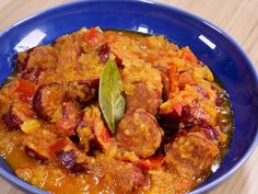 saucisse, tomate, oignon, ail, thym, laurier, poivre, sel, curcuma, piment, huile d'olive Food Porn, Indian Food Recipes, Ethnic Recipes, French Food, Charcuterie, No Cook Meals, Meal Planning, Sausage, Brunch