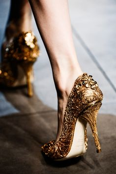 .Just Like Alexander McQueen's shoes at his last runway project