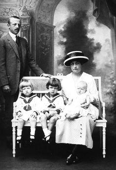 D. Luís Maria, filho da Princesa Isabel, com esposa e filhos. 1914.