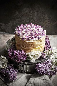 Pièce montée de mariage avec fleurs comestibles