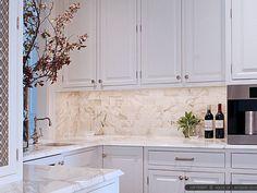 calacatta-gol-subway-marble-kitchen-backsplash-tile