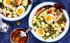 Kycklingsallad med ägg och ost
