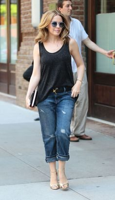Kylie paired a oversized black tanktop with some loose fitting jeans. By adding the golden heels, Kylie prepped the look up.