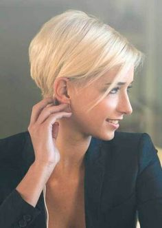 10 Chic and Sexy Short Hairstyles: #9. Short Graduated Pixie Hair