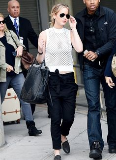 #JenniferLawrence has been spotted in the classic large aviator #Sunglasses when arriving at LAX.