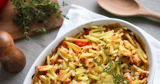 Broilerikiusaus on maukas ja helppo arkiruoka. Tässä ohjeessa hieman juustoinen maku saadaan aikaan käyttämällä juustokermaa. Broilerkiusaus syntyy perunasipulisekoituksesta ja lisämakua tuovat paprika ja timjami. Pasta Salad, Cabbage, Food And Drink, Vegetables, Ethnic Recipes, Crab Pasta Salad, Cabbages, Vegetable Recipes, Brussels Sprouts