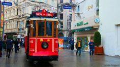 """ترام يمر عبر منطقة """"تقسيم"""" في اسطنبول #تركيا #بيتك_في_تركيا #baytturk #turkey #istanbul  #اسطنبول"""