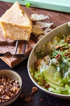 Fennel-Apple Salad With Walnuts: a great contrast to a carb-heavy Thanksgiving meal. Could easily halve Fennel And Apple Salad, Apple Walnut Salad, Fennel Salad, Celery Salad, Vegetarian Thanksgiving, Thanksgiving Recipes, Walnut Recipes, Cooking Recipes, Healthy Recipes