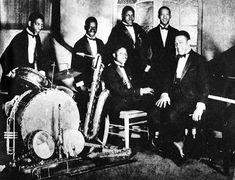 Duke Ellingtons Washingtonians -1925. Samy Geer, Charlie Irvis, Elmer Snowden, Otto Hordwich et (assis) Bubber Miley, Duke Ellington
